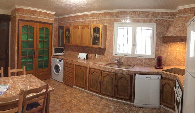 airbnjune-villa-roquebrune-cuisine-equipee