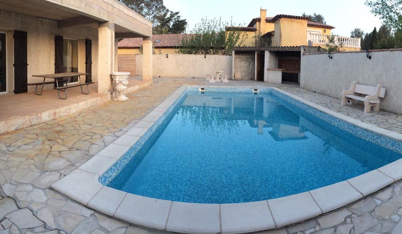 airbnjune-villa-roquebrune-exterieurs-piscine-barbecue