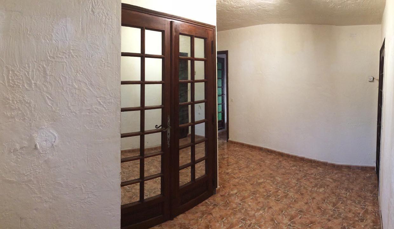 airbnjune-villa-roquebrune-sur-argens-couloir-hall