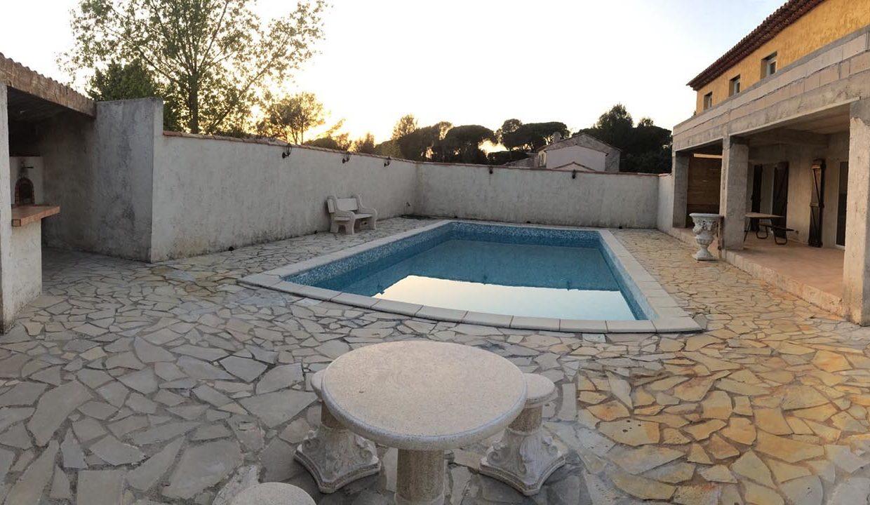 airbnjune-villa-roquebrune-sur-argens-piscine