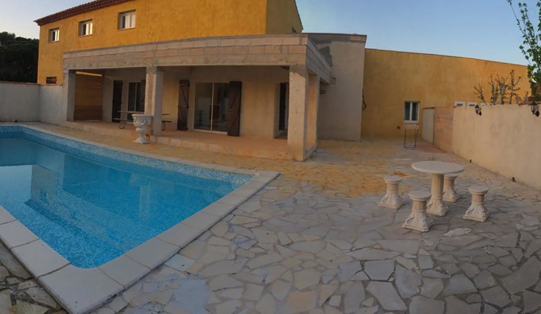 airbnjune-villa-roquebrune-sur-argens-var-piscine-exterieure-barbecue-terrasse