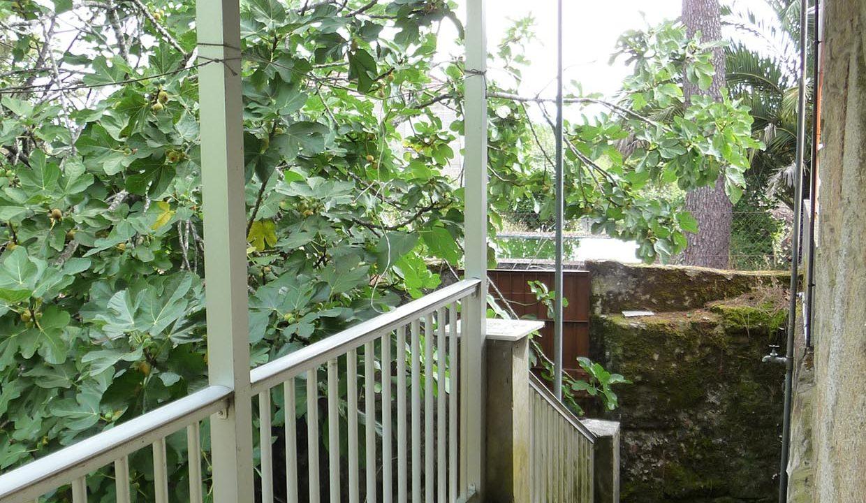 Balcon-qui-descend-sur-le-jardin