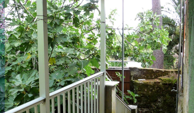 Maison-Campagne-San-Amaro-Espagne-balcon-verdoyant