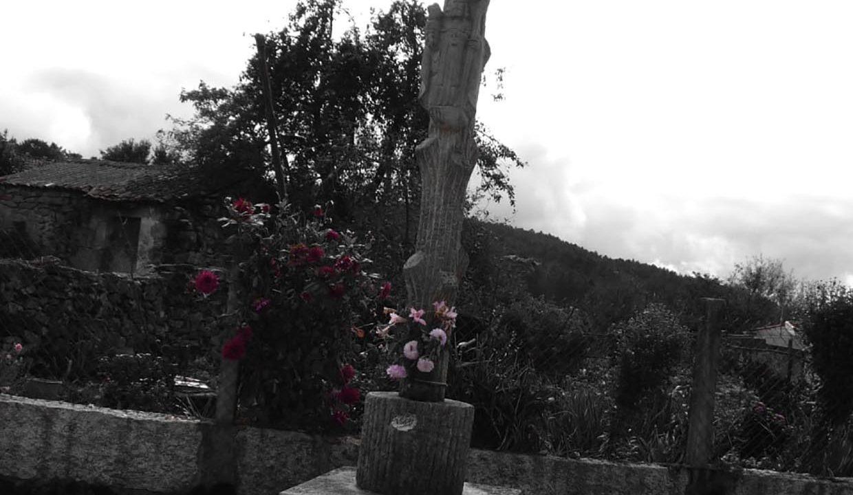 Monument-aux-alentours-Carballiño-Espagne