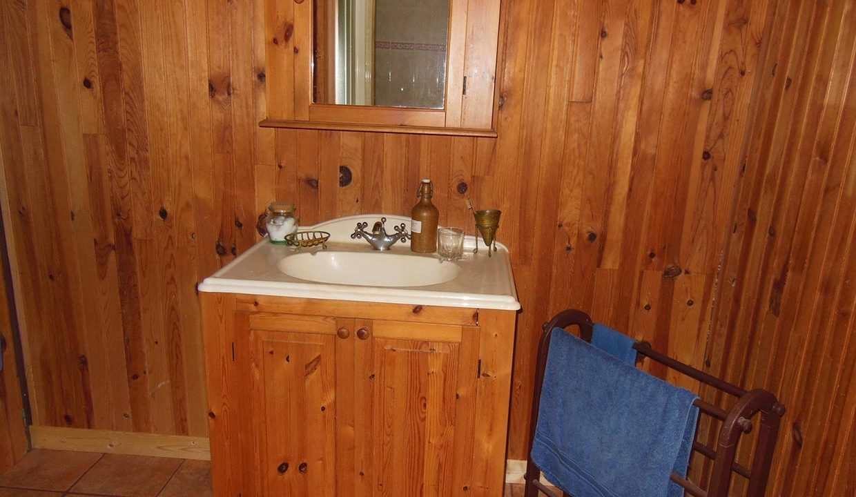 le cottage, salle de bain côté lavabo