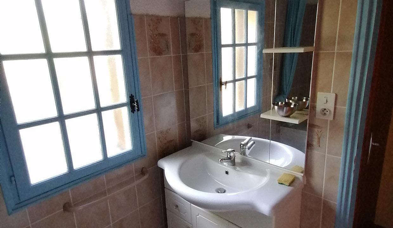 salle-de-bain-avec-vasque-gite-du-grand-lamic