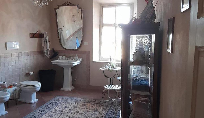 salle-de-bain-avec-baignoire-casa-delle-caramelle